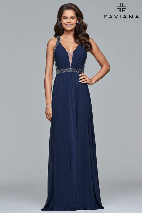 s10018 gown from the 2018 Faviana Prom collection, as seen on dressfinder.ca