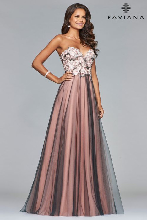 S10023 gown from the 2018 Faviana Prom collection, as seen on dressfinder.ca