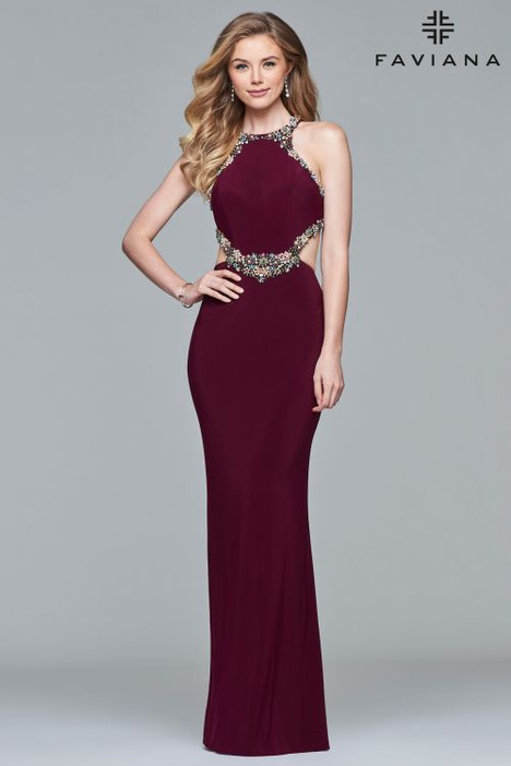 S10026 gown from the 2018 Faviana Prom collection, as seen on dressfinder.ca