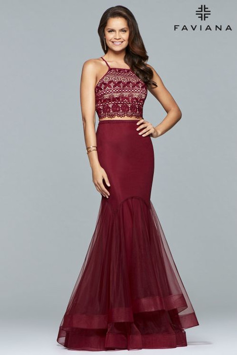S10044 gown from the 2018 Faviana Prom collection, as seen on dressfinder.ca