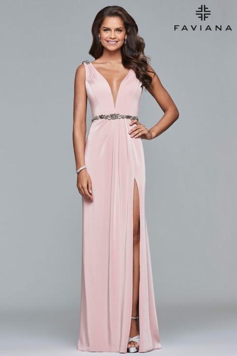 S10090 gown from the 2018 Faviana Prom collection, as seen on dressfinder.ca