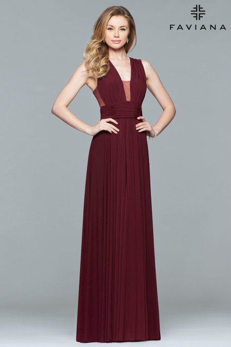 S10095 gown from the 2018 Faviana Prom collection, as seen on dressfinder.ca