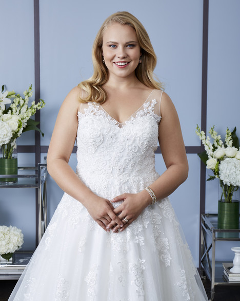 7630W Wedding                                          dress by Romantic Bridals: Curvy Bride