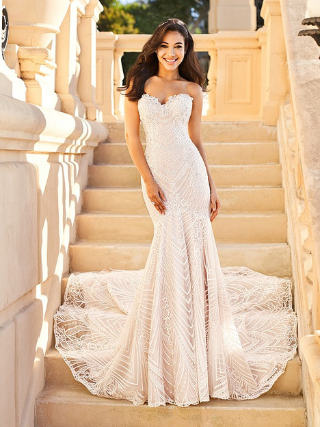 Justine gown from the 2018 Val Stefani collection, as seen on dressfinder.ca