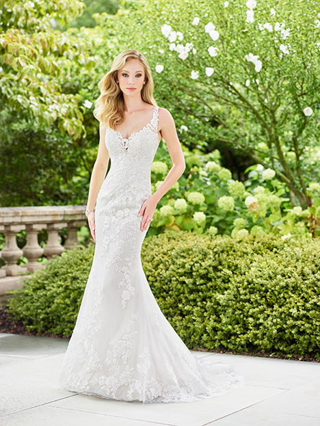 Style 118132 gown from the 2018 Enchanting by Mon Cheri collection, as seen on dressfinder.ca