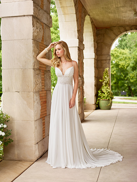 Style 118146 gown from the 2018 Enchanting by Mon Cheri collection, as seen on dressfinder.ca
