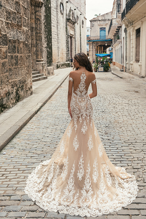 1504 (back) gown from the 2018 Julie Vino Haute Couture collection, as seen on dressfinder.ca