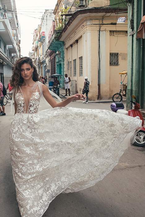 1505 Wedding dress by Julie Vino Haute Couture