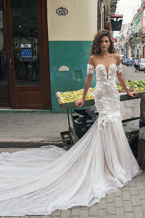 1507 gown from the 2018 Julie Vino Haute Couture collection, as seen on dressfinder.ca