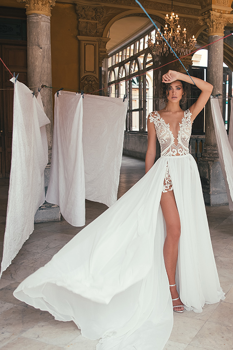 1516 Wedding dress by Julie Vino Haute Couture