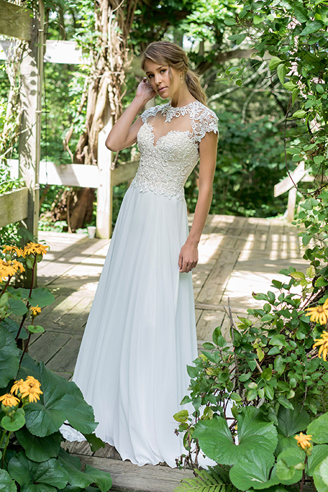 66006 Wedding                                          dress by Lillian West