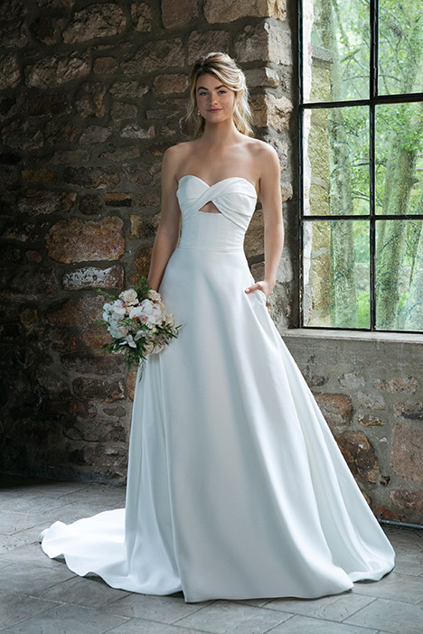44041 Wedding                                          dress by Sincerity