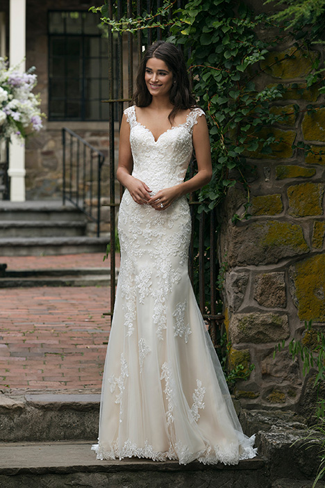44054 Wedding                                          dress by Sincerity