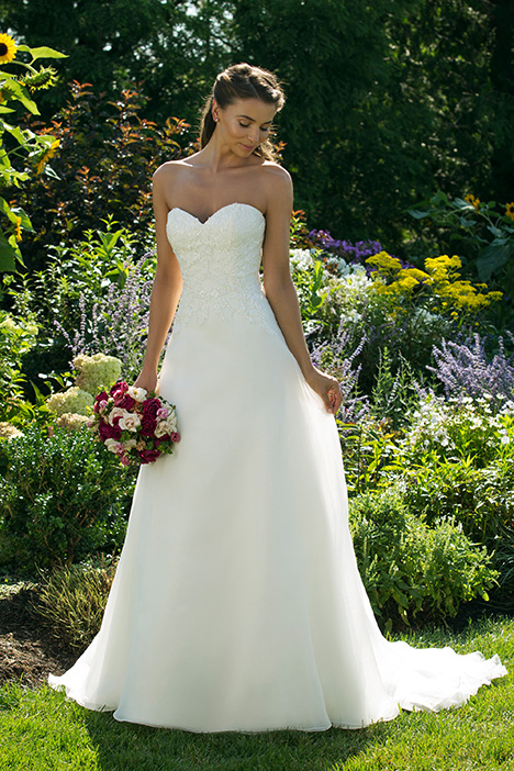 11010 Wedding                                          dress by Sweetheart