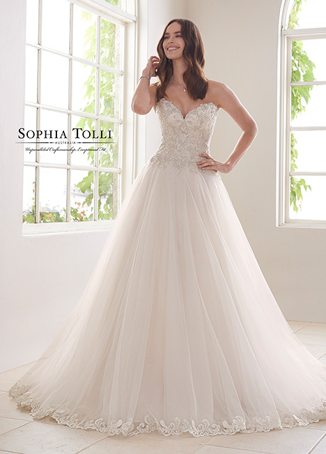 Y21816 Wedding                                          dress by Sophia Tolli