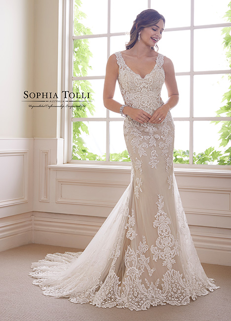 Y21819 Wedding                                          dress by Sophia Tolli