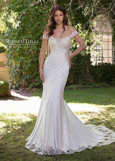 Y21820 Wedding                                          dress by Sophia Tolli
