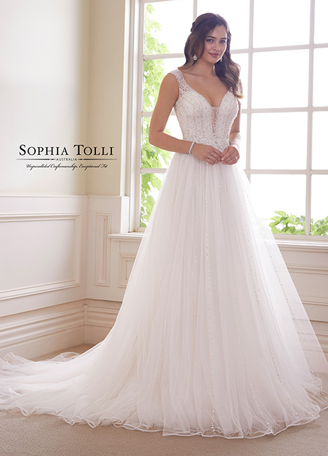 Y21821 Wedding                                          dress by Sophia Tolli