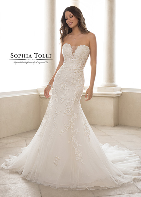 Y21825 Wedding                                          dress by Sophia Tolli
