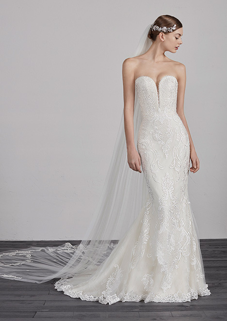 ERESA gown from the 2018 Pronovias collection, as seen on dressfinder.ca