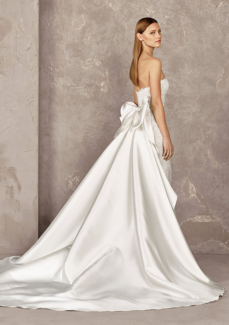 YOISI (back) gown from the 2019 Pronovias Privée collection, as seen on dressfinder.ca