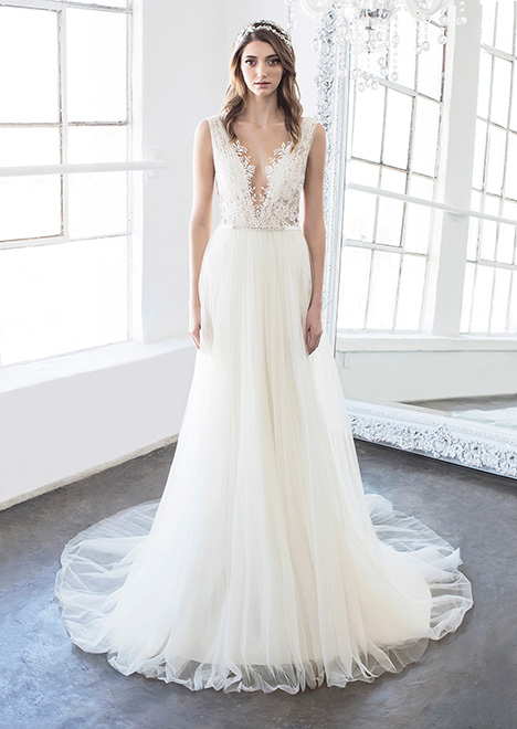 Hollie (8478) gown from the 2018 Winnie Couture : Blush collection, as seen on dressfinder.ca