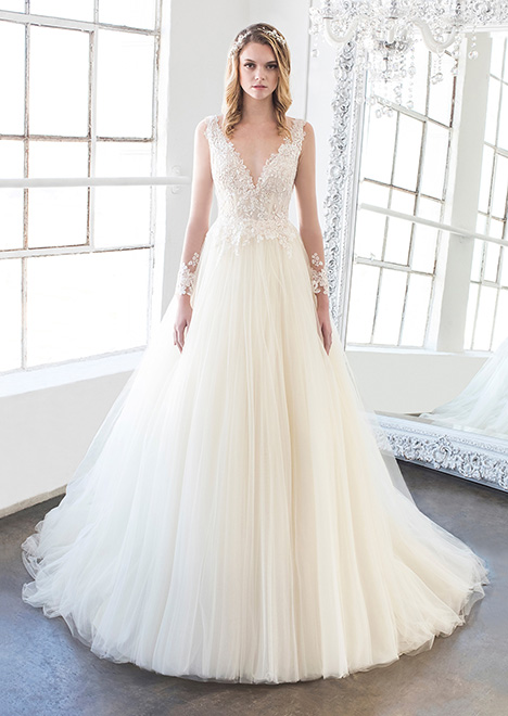 Lilou (8479) gown from the 2018 Winnie Couture : Blush collection, as seen on dressfinder.ca