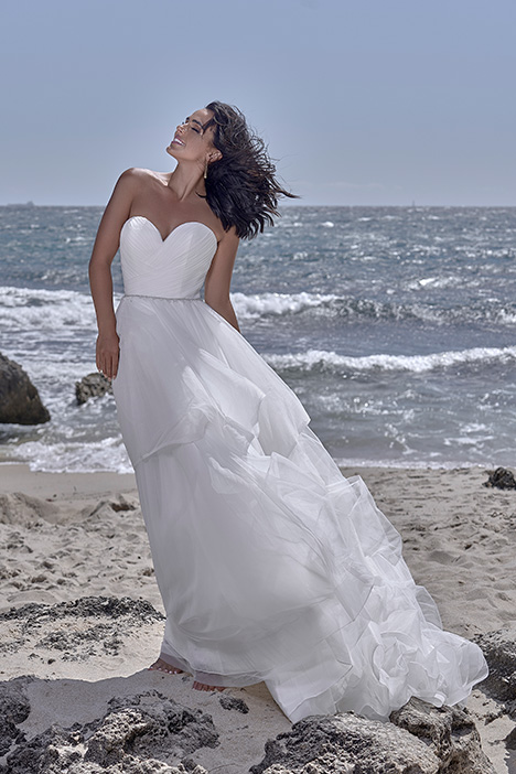 CZ 2467-1X gown from the 2018 Cizzy Bridal collection, as seen on dressfinder.ca