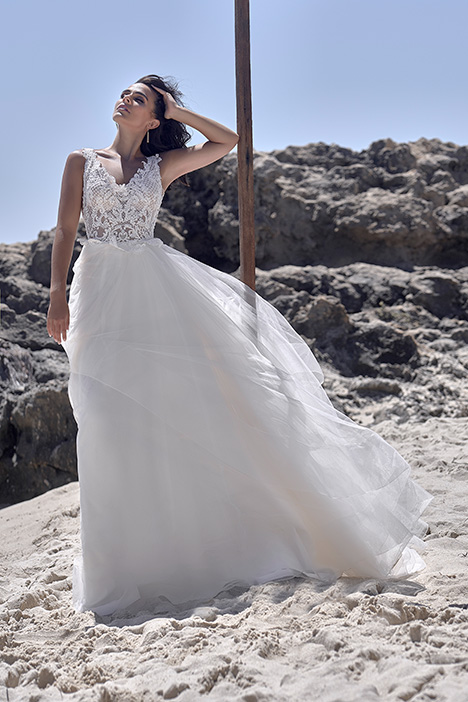 CZ 6054-1Z gown from the 2018 Cizzy Bridal collection, as seen on dressfinder.ca
