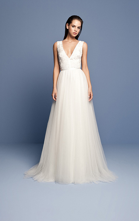 OCN 403 gown from the 2018 Daalarna collection, as seen on dressfinder.ca