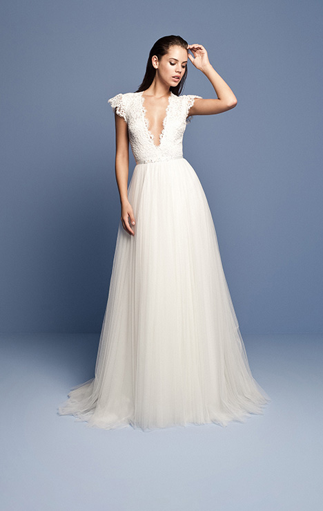 OCN 416 gown from the 2018 Daalarna collection, as seen on dressfinder.ca