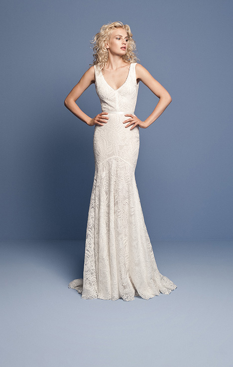 OCN 427 gown from the 2018 Daalarna collection, as seen on dressfinder.ca