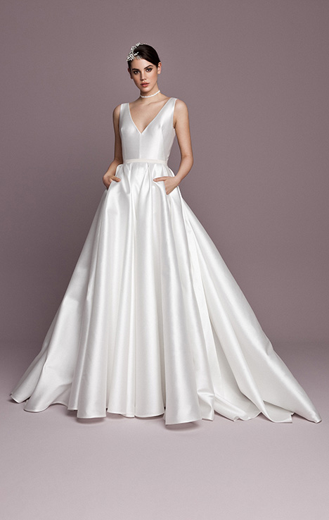 SNT584 Wedding                                          dress by Daalarna