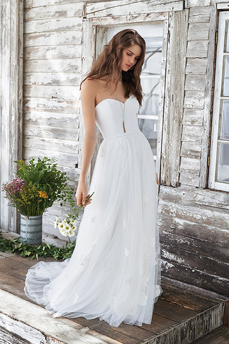 66041D Wedding                                          dress by Lillian West