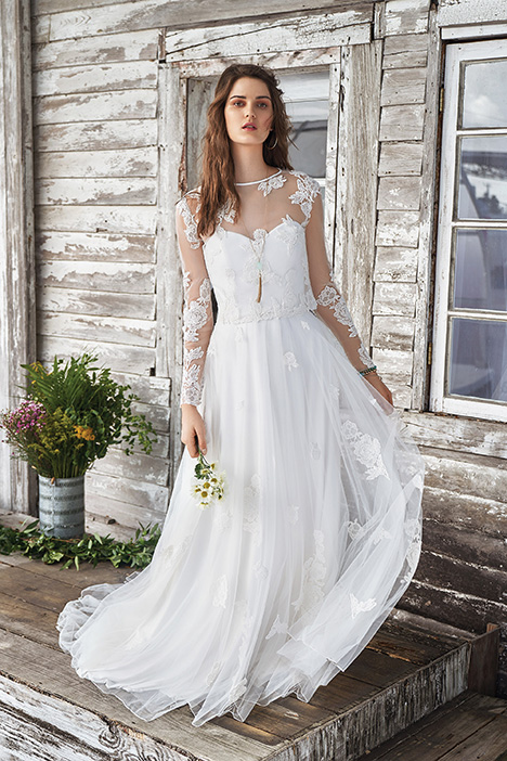 66041 Wedding                                          dress by Lillian West
