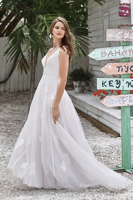 66043 Wedding                                          dress by Lillian West