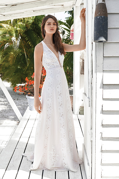 66046 Wedding                                          dress by Lillian West