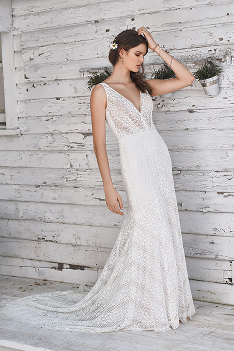 66049 Wedding                                          dress by Lillian West
