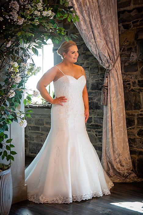 BBP19509 gown from the 2019 Bridalane: Beautiful Brides Plus collection, as seen on dressfinder.ca