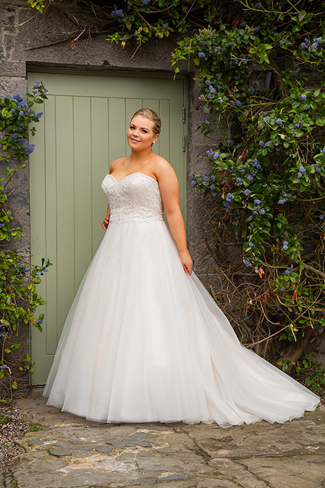 BBP19525 Wedding                                          dress by Bridalane: Beautiful Brides Plus