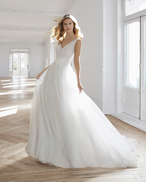 EFEDRA Wedding                                          dress by Aire Barcelona Bridal