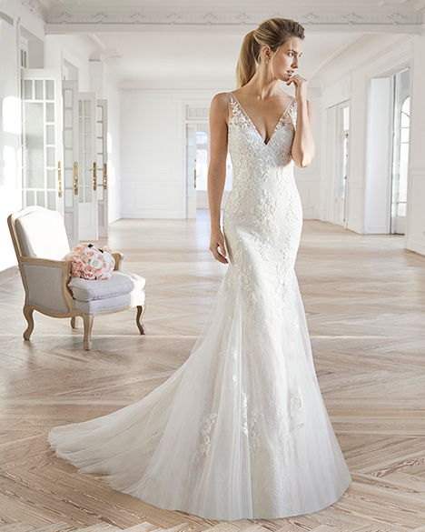 ELIE gown from the 2019 Aire Barcelona Bridal collection, as seen on dressfinder.ca