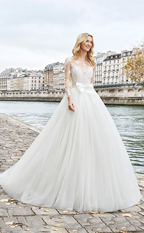 ETAPA Wedding                                          dress by Aire Barcelona Bridal