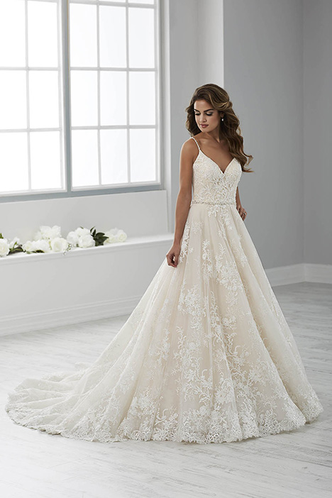 15674 gown from the 2018 Christina Wu collection, as seen on dressfinder.ca