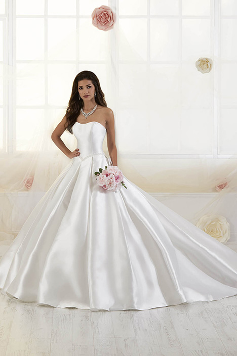 38011 Wedding                                          dress by Novia Collection