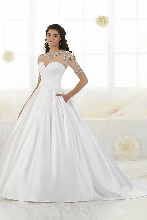 38016 Wedding                                          dress by Novia Collection