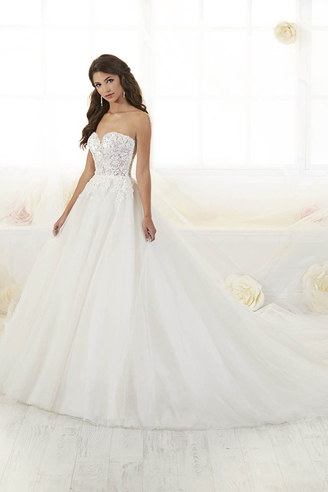 38019 Wedding                                          dress by Novia Collection