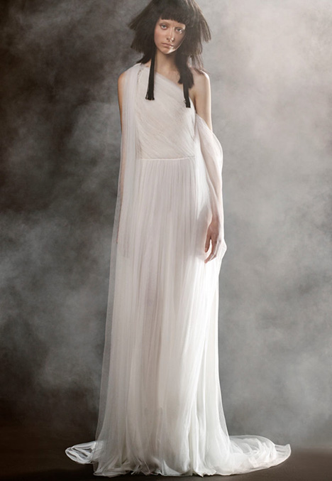 19 SABINE gown from the 2018 Vera Wang collection, as seen on dressfinder.ca