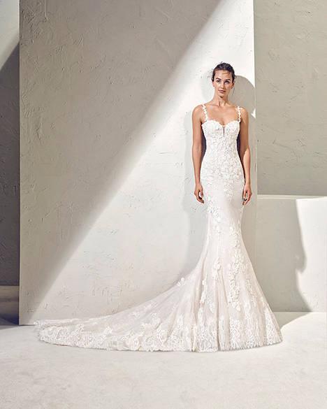 FANAL (3N109) Wedding                                          dress by Adriana Alier