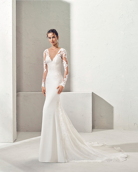 FARGA (3N112) Wedding                                          dress by Adriana Alier